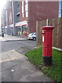 TL0801 : Abbots Langley: postbox № WD5 273, School Mead by Chris Downer