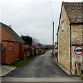 SO7905 : Weight limit 3 tonnes ahead, Stonehouse by Jaggery