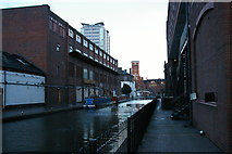 SP0686 : Birmingham: final yards of the Worcester and Birmingham Canal near Gas Street Basin by Christopher Hilton