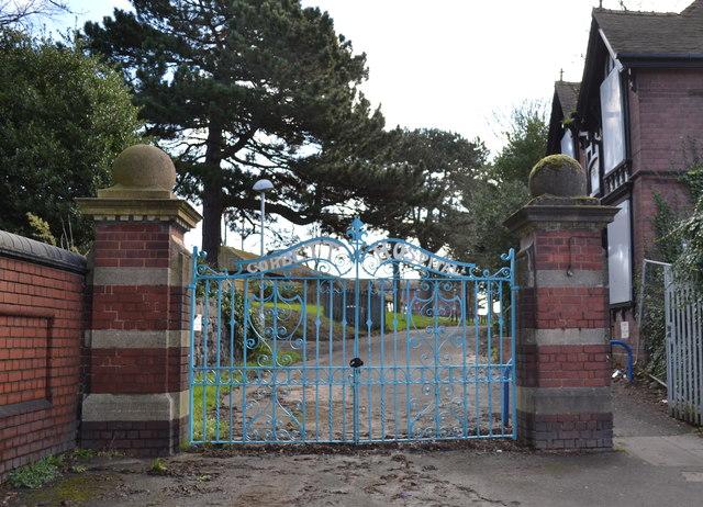 Gates, Lodge and Drive to the (former) Corbett Hospital, High Street Amblecote, Stourbridge - 3