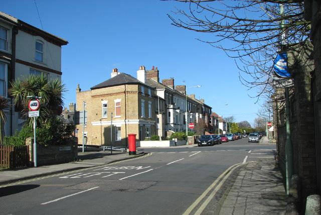 Pakefield Road/Kirkley Cliff Road junction by Evelyn Simak