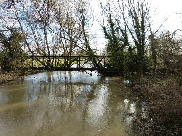 Pipe bridge of the River Thame