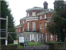 TQ1667 : Derelict house in Thames Ditton by Marathon
