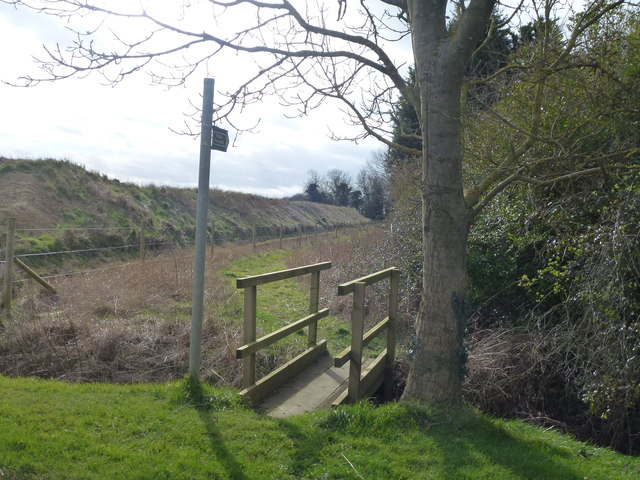Footbridge and path off Hack's Drove, Baston