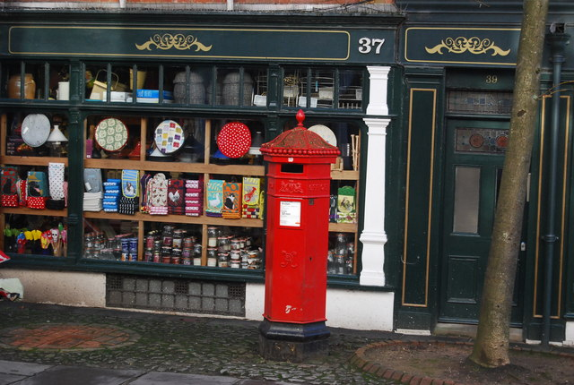 Victorian postbox, The Pantiles
