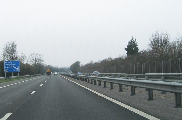 A404(M) westbound