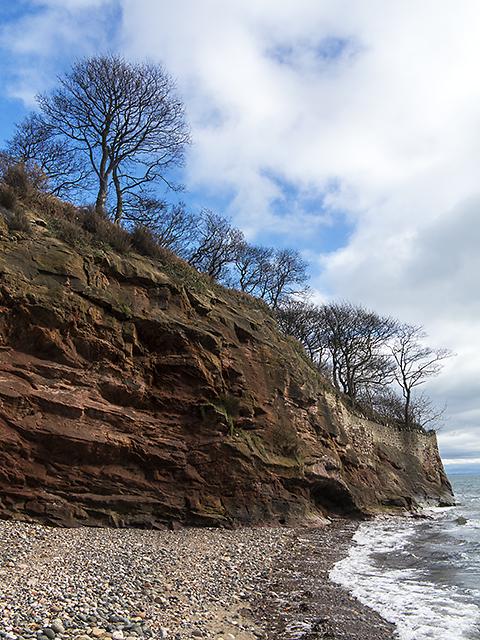 Sandstone cliff near Ravenscraig Park