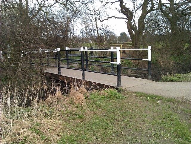 Footbridge at edge of Clifton Ings