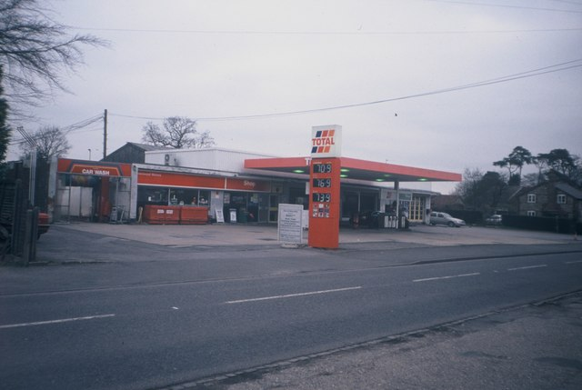 Former Prestwood Motors Petrol Station and Garage (2)