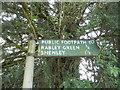 TL2100 : Footpath fingerpost on Deeves Hall Road, Ridge by David Howard