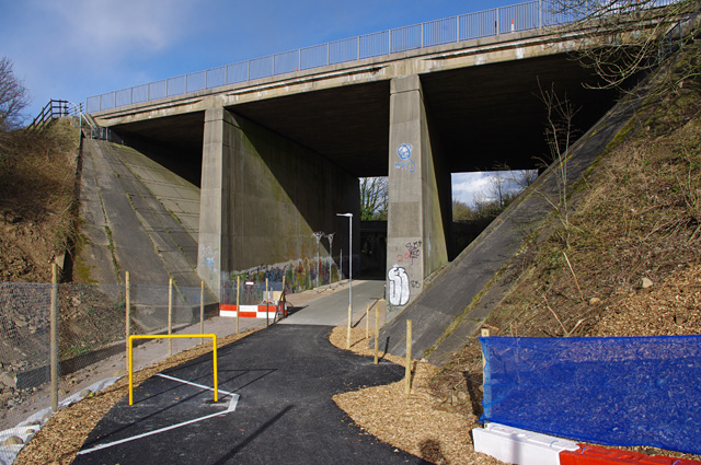 M6 bridge over cycleway