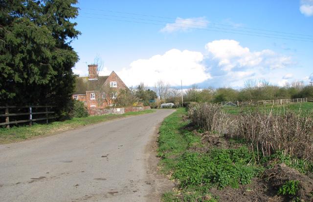 Approaching Low Farm on Low Road