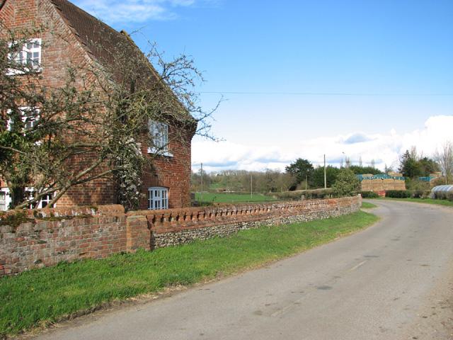 Low Road past Low Farmhouse