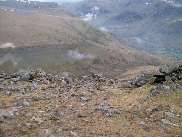 Start of the descent eastwards from the Elidir Fawr ridge to Cwm Dudodyn