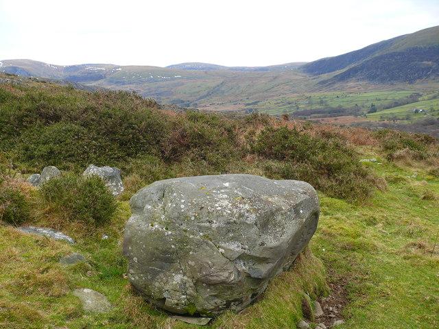 Carreg mawr ar Fynydd Llanbedr / Large rock on Mynydd Llanbedr