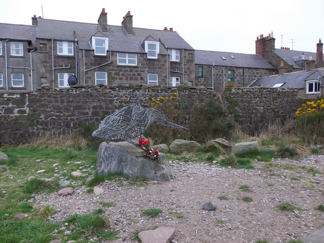 Lifesize sculpture by Stonehaven Bay boardwalk