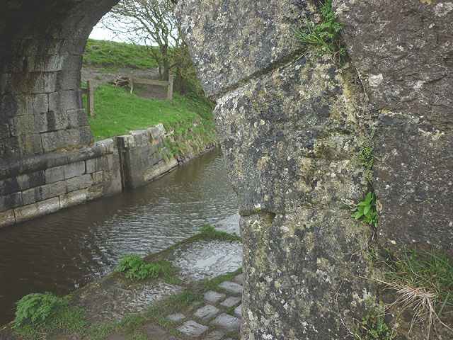 Bench mark on Braithwaite's Bridge (no 146), Lancaster Canal