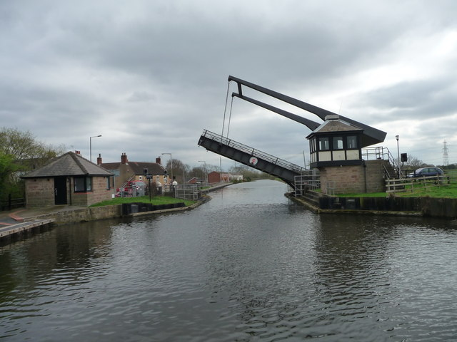 Barnby Dun liftbridge almost open for canal traffic