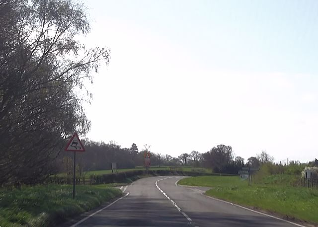 Crossroads north of Shawell Cottages
