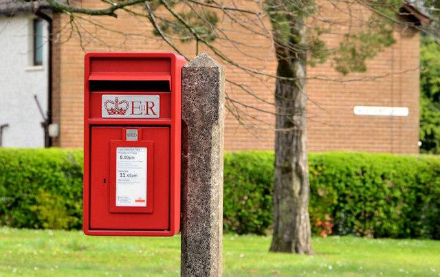 Pressed-steel postbox (BT37 40) Newtownabbey