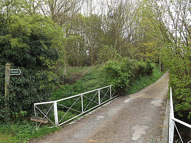 Loves Lane footpath & entrance to Lane House