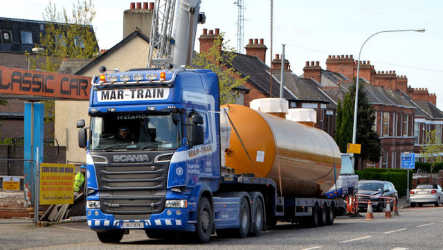 Fuel tank delivery, Strandtown, Belfast - April 2014(3)