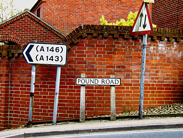Roadsigns on Pound Road