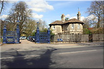 SP5206 : Entrance to Headington Hill Park from Headington Road by Roger Templeman