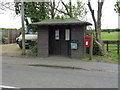 SK7335 : Bus shelter and postbox, Barnstone by Alan Murray-Rust