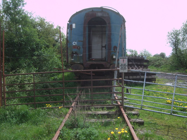 Disused railway carriage near South Meadow Lane