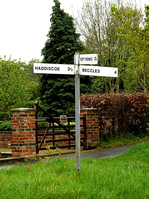Roadsign on Beccles Road