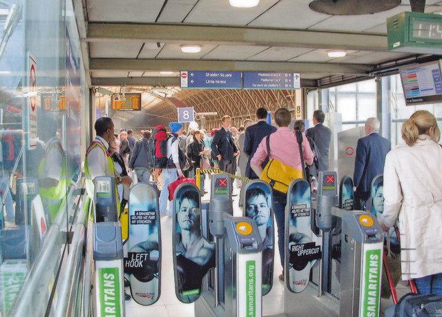 Paddington Station: new barriers on footbridge