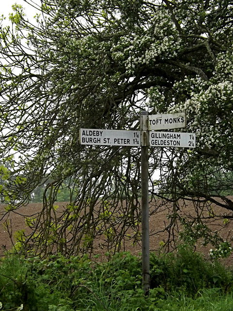 Roadsign on Hollow Way Hill