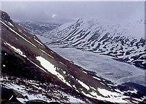 NJ0102 : Frozen Loch Avon by Alan Reid