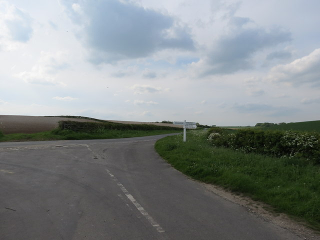 Minor  road  Junction  on  Holme  Wold