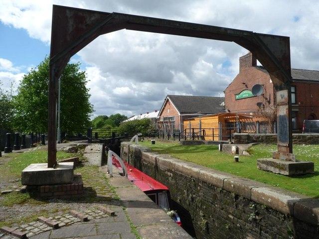 Site of Crabtree Swingbridge at Lock 13, Aston Canal,