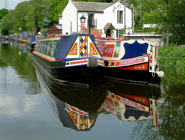Narrowboats south of Wombourne, Staffordshire