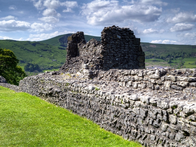 Peveril Castle, Curtain Wall
