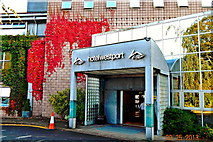 L9984 : County Mayo - Westport - New Road - Hotel Westport Entrance by Suzanne Mischyshyn