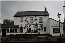 SO3204 : Goytre Arms, Penperlleni by Ian S