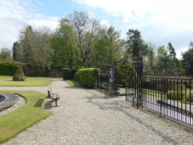 Hermitage Park: gate of the walled garden