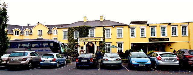 County Clare - N18 - Bunratty Village - Bunratty  Castle Hotel