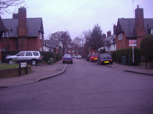 Roe Lane at the junction of Goldsmith Lane