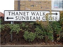 TM0321 : Thanet Walk/Sunbeam Close sign by Hamish Griffin