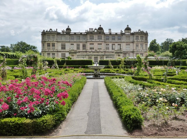 From Safari to Art Gallery: 6 English Estates With Unique Sights