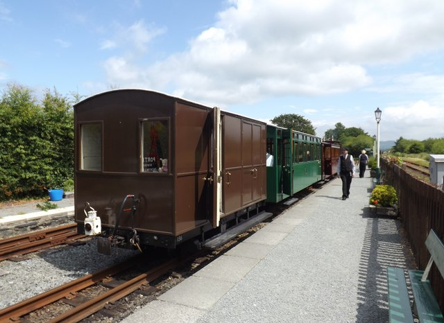 The 14.00 hours train from Porthmadog