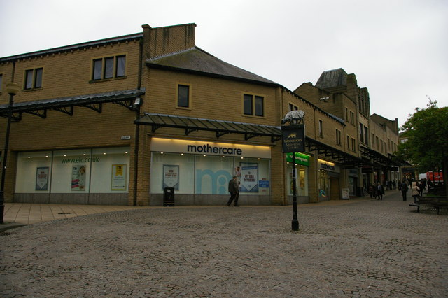 Halifax: Woolshops shopping centre