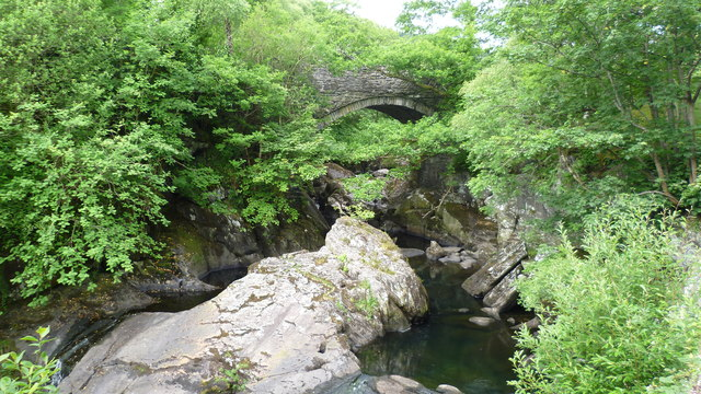 Arch of Pont Cyfyng in June