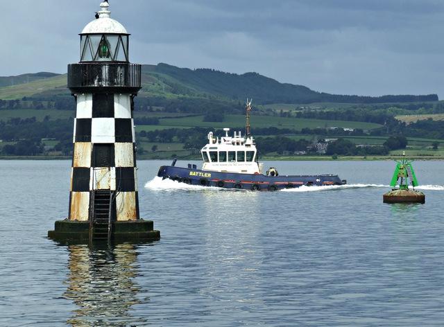 Tug Battler passing Port Glasgow