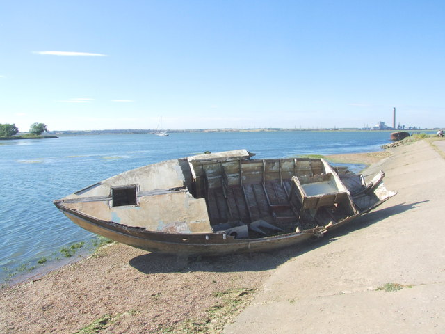 Wrecked boat by Horrid Hill causeway